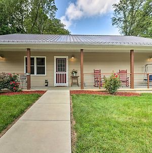 Updated Golf Cottage With Hot Tub Walk To Lake photos Exterior