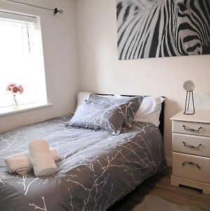 Garden View Ensuite Room With Free Off-Street Parking In Kettering photos Exterior