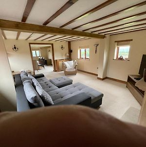 Immaculate 3-Bed Barn In Ashbourne photos Exterior