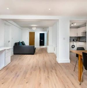 Beautiful Spacious Two Bedroom Central Apartment! photos Exterior