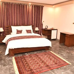 Room In Guest Room - Tashreefaat Guest House - Opposite The Margalla Hills photos Exterior