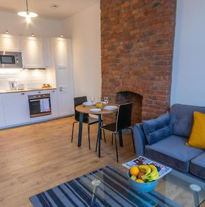 Luxury, New Apartment Close To City Centre And Media City By Pillo Rooms photos Exterior