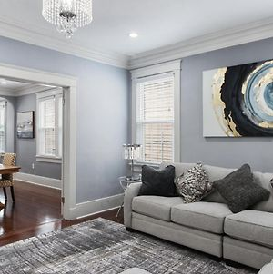 Uptown Majestic Raised Basement House Waiting For You! photos Exterior