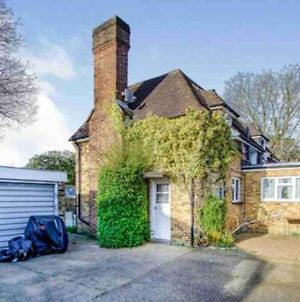 Lovely Cottage In The Heart Of Shirley- Croydon photos Exterior
