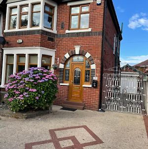 Spacious And Stunning 4 Bed House Close To Blackpool Zoo, Stanley Park, Town Centre And Blackpool Promenade, Patrial House Can Be Rented photos Exterior
