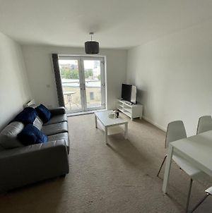 Modern 2-Bed Apartment In The Heart Of Salford Quays photos Exterior
