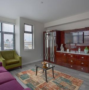 Cali King Size One Bedroom Luxurious Suite In Dtsd photos Exterior