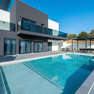 Stunning Home In Lun With Outdoor Swimming Pool, Jacuzzi And Wifi photos Exterior