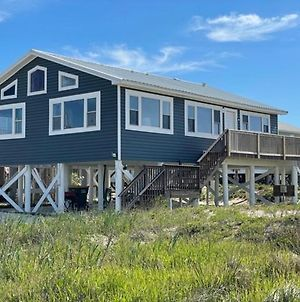 Dog Friendly Cottage Just Steps To Beach / Outdoor Living & Dining Room / Tons Of Amenities / Book Now! photos Exterior