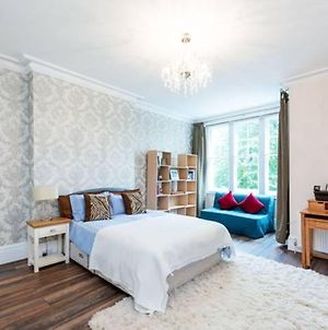 Luxury 1 Bedroom Flat In The Heart Of Chiswick photos Exterior