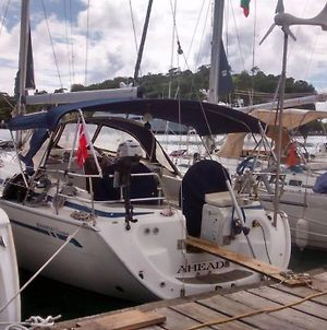 Stay In Sailing Yacht Ahead, Right In City photos Exterior