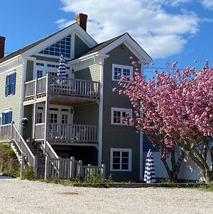 Waterfront-Private Deck-Kitchen- On Commercial Apt photos Exterior