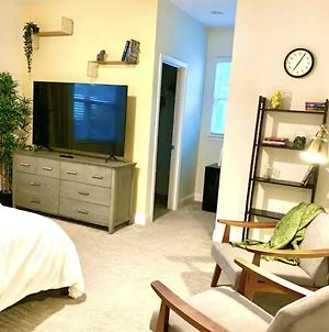 Modern Bedroom With Private Bath/Shared Villa Near Dt photos Exterior