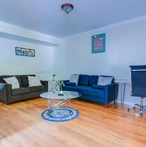 Quiet Apt With Six Beds And Tvs In Each Room Fast Wifi photos Exterior