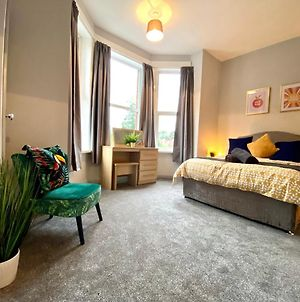 Funky Stylish Apartment! - 5 Minute Walk To The Best Beach! - Great Location - Parking - Netflix - Fast Wifi - Smart Tv - Newly Decorated - Sleeps Up To 4! Close To Bournemouth & Poole Town Centre & Sandbanks photos Exterior