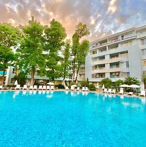 Holiday Apartment With Shared Pool In Yassen, Sunny Beach photos Exterior