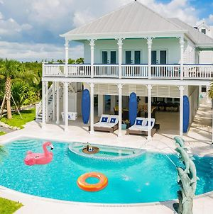 """Booking.Com'S """"Endless Summer Stay"""" In The Sunshine State photos Exterior"""