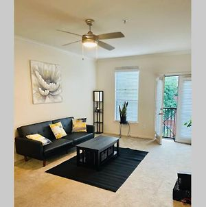 Entire 1 Bedroom. What A Lovely Unit. photos Exterior