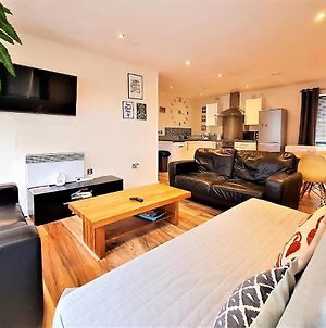 Sidemersey Livings - Central Stay In 2 Bedroom Apartment With Parking photos Exterior