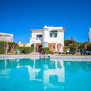 Villa In Vilamoura Sleeps 8 Includes Swimming Pool Air Con And Wifi 2 photos Exterior