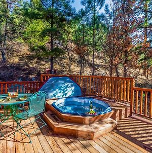 Cabin On The Creek, 2 Bedrooms, Sleeps 6, Hot Tub, Fireplace, Pet Friendly photos Exterior