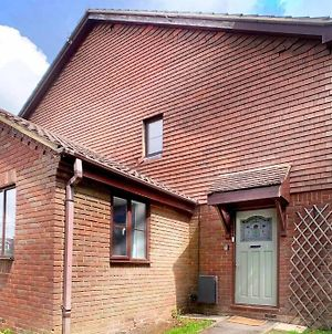 New - Wokingham - Immaculate 2Bed House photos Exterior