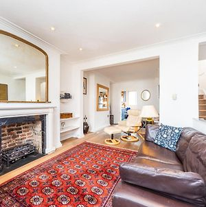 Pass The Keys 2Bedroom Apartment In South Kensington With Hot Tub photos Exterior