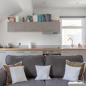 Bright & Airy 1 Bedroom Apartment In Central London photos Exterior