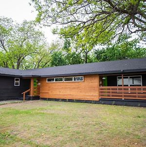 New-The Mod Poppy Large Home 10 Minutes From It All photos Exterior