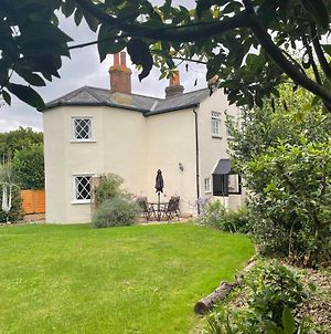 Cosy Detached Toll Cottage With Spacious Garden photos Exterior