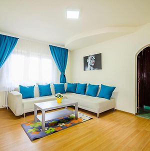 Apartment 2 Bedrooms And Free Parking photos Exterior