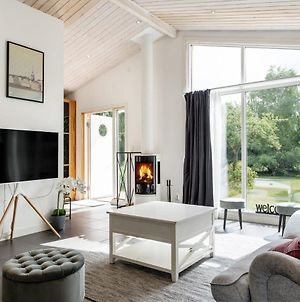 Five-Bedroom Holiday Home By The River Of Lagan photos Exterior