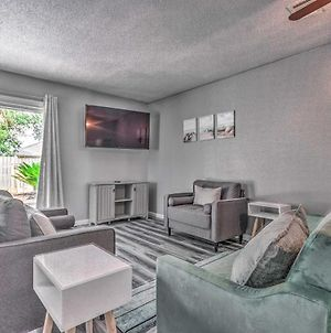 Bright Townhome With Yard, 2 Miles To Beaches photos Exterior