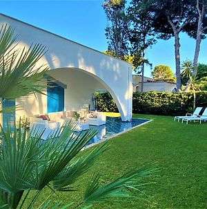 Luxury Villa, Only 50 Mt. From The Beach. photos Exterior