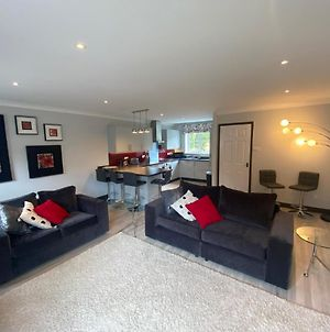 Modern Townhouse In Cardiff Bay photos Exterior