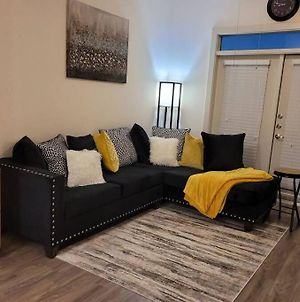 Brand New One Bedroom Condo. Full Amenities Including Private Pool, In Unit Washer And Dryer. Close To Airport And Downtown Nightlife. photos Exterior
