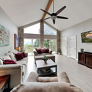 Mountain-View Oasis - Fireplace, Deck & Sunroom Home photos Exterior