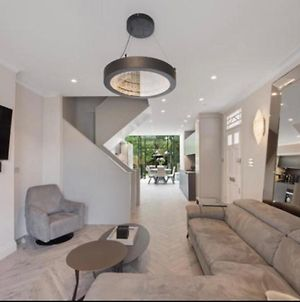 Stunning 6-Bed House In London - Clapham Old Town photos Exterior
