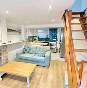 Traditional 2-Bedroom Cornish Cottage In Newlyn photos Exterior