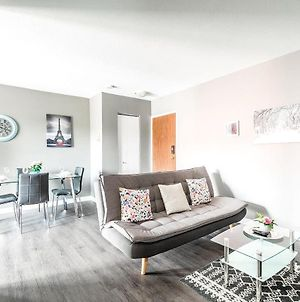 Stunning 2Br - King Bed Apartment - Prime Location! photos Exterior