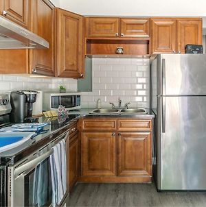 Stunning 1Br - King Bed Apartment - Prime Location! photos Exterior