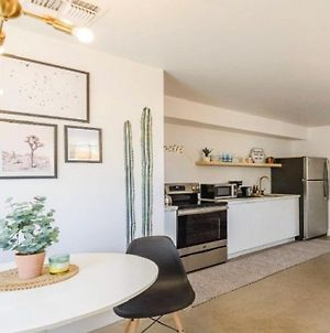 Renovated 1-Bedroom Unit, With A Minimalistic Design And Modern Aesthetic! photos Exterior