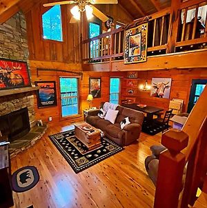 Gypsy Road: - Privacy! Log Cabin With Wifi, Directv And Arcade photos Exterior