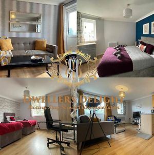 Grays - Dwellers Delight Luxury Stay Serviced Accommodation, 2 Bedroom Apartment, Upto 5 Guests , Free Parking & Wifi photos Exterior