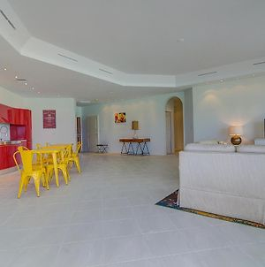 A Lovely New Beachfront Listing In The Bahamas! 2W photos Exterior