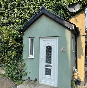 2 Bedroom Cottage House photos Exterior