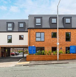 A Lovely 2 Bedroom Apartment With Parking In Wallasey photos Exterior