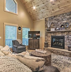 Sevierville Cabin With Private Deck And Hot Tub! photos Exterior