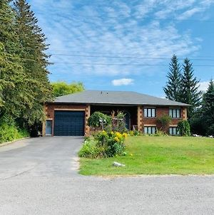 Luxury 3 Bedroom Cottage With Great Outdoor Space With Private Dock photos Exterior