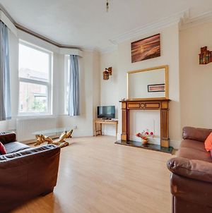 Pass The Keys Large Central Property Ideal For Up To 6 People photos Exterior